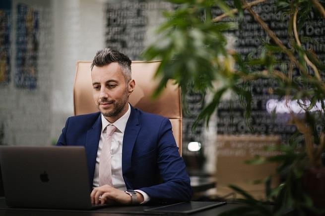 Dragi naši podjetniki, zavarujte sebe in svet, ki ste ga ustvarili, saj je poslovanje vašega podjetja odvisno od tega, da dejansko vsak dan pridete na delovno mesto.